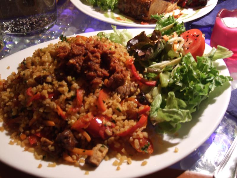 bulgur risotto con verdure e pesto di pomodori secchi e arachidi - Lehka Hlava