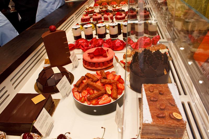 Il banco dei dolci da Pierre Hermè