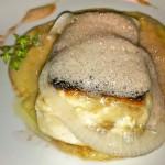 pesce scottato al timo su crema di ceci, cipolla di Giarratana in agro e spuma di nero d'Avola