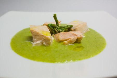 salmone, porri e asparagi