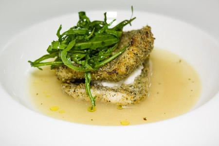 Il piatto di Martina Caruso: Zuppetta di olive con spatola panata e mandorle