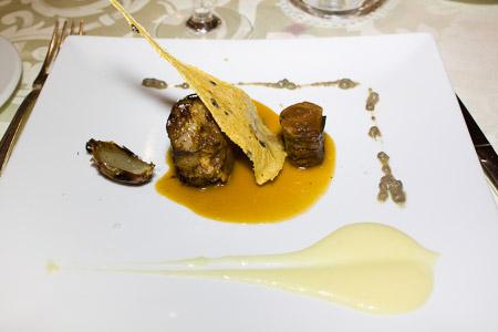 Ciccio Sultano: maialino nero dei nebrodi laccato al carrubo, salsa di melone di paceco e lenticchia di Ustica