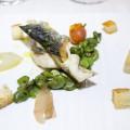 Sfogliata di pesce azzurro con fave fresche e menta al pane candito (Emanuele Russo)